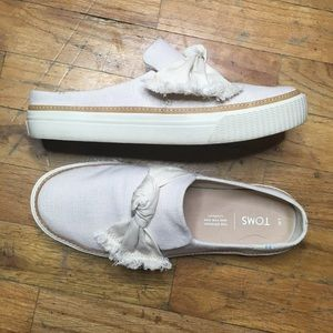 Toms Slip On Canvas Sneaker Loafer with Bow Sz 7